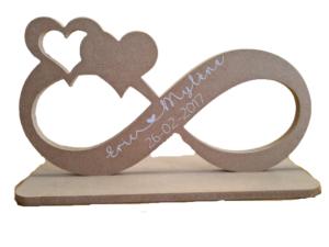 Infinity teken met hartjes